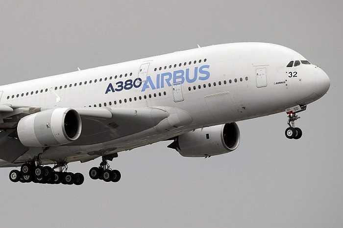 Một chiếc Airbus 380 khác trong triển lãm diễn ra từ 15 đến 25/6