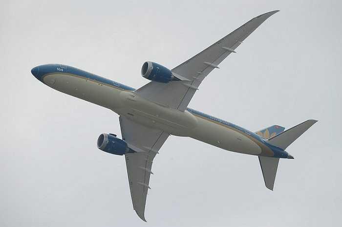 'Giấc mơ bay' Boeing 787-9 của Vietnam Airlines trình diễn tại triển lãm hàng không lớn nhất hành tinh