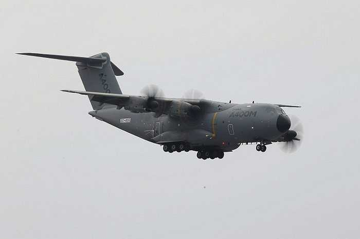 Airbus A400M là máy bay bốn động cơ phản lực cánh quạt, được thiết kế để đáp ứng các yêu cầu của các quốc gia Châu Âu về vận tải quân sự