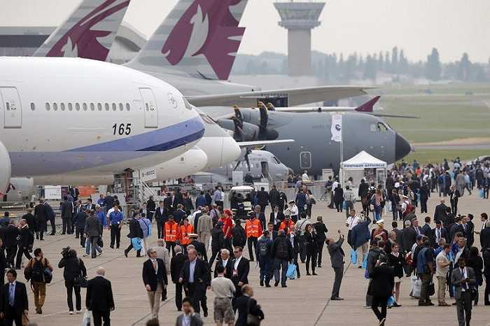Rất đông du khách đến tham dự triển lãm để tận mắt nhìn thấy những phi cơ hiện đại nhất thế giới