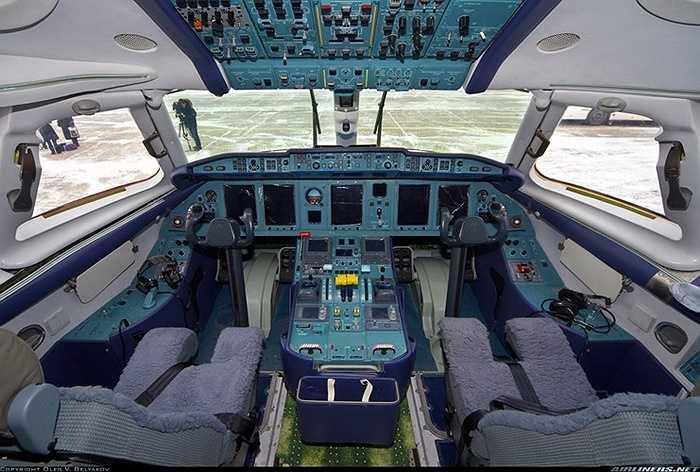 Buồng lái hiện đại, tiện nghi của máy bay chở khách An-148.