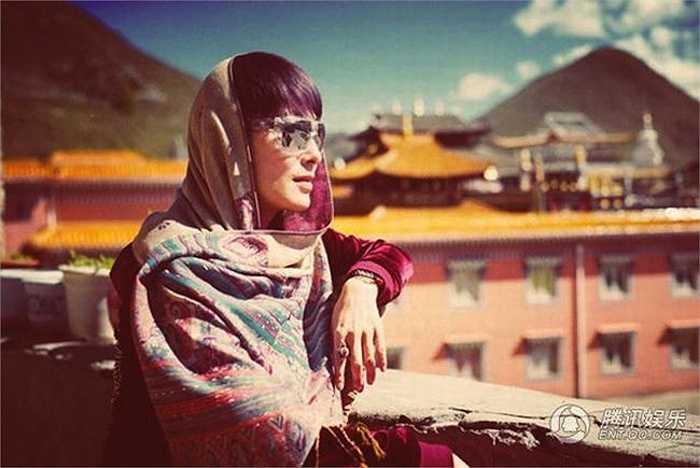 Nữ diễn viên chia sẻ, giờ cô dành nhiều thời gian để đi du lịch, khám phá thế giới, cuộc sống rất tự do tự tại.