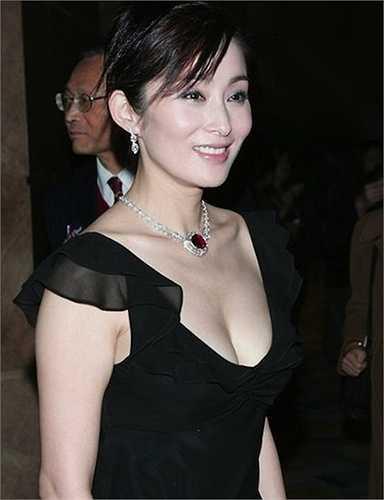Dù đã rời xa phim ảnh, nhưng người ta vẫn thường bắt gặp cô xuất hiện tại các sự kiện giải trí lớn.