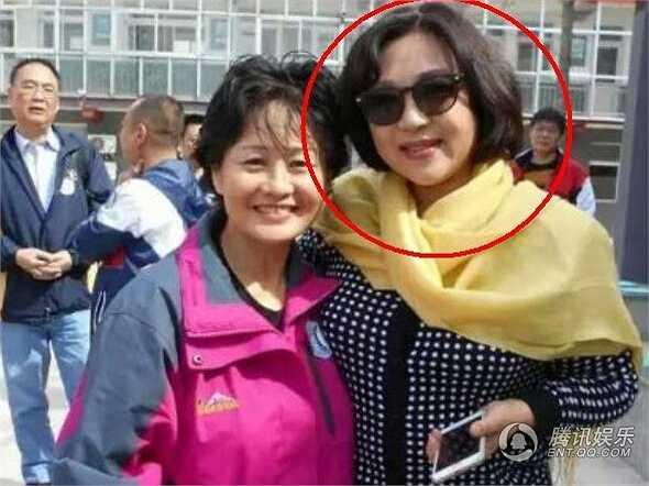 Mới đây, hình ảnh mới nhất về người vợ đầu của Lý Liên Kiệt là Hoàng Thu Yến được chia sẻ đã khiến cộng đồng mạng Trung Quốc chú ý. Hoàng Thu Yến chính là nữ võ sư kiêm 'đả nữ' màn ảnh một thời.