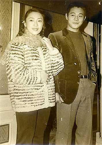 Hoàng Thu Yến dần rời xa màn ảnh mà dành thời gian chăm sóc cho cuộc sống gia đình và ủng hộ công việc của chồng. Năm 1988, khi đang mang thai tháng thứ bảy, Hoàng Thu Yến cùng chồng đến Los Angeles, Mỹ lập nghiệp. Trong hai năm 1988 và 1989, Thu Yến lần lượt sinh hai cô con gái là Lý Ân và Lý Đài Mật.