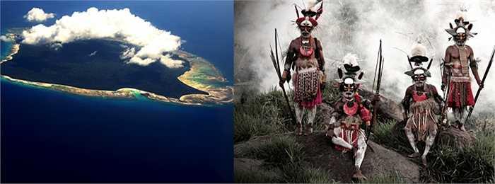 Đảo North Sentinel. Hòn đảo này là nơi sinh sống của những thổ dân vô cùng dữ tợn. Họ không muốn bất kỳ một vị khách nào đặt chân lên đây và sẵn sàng tấn công bằng giáo mác, cung tên mỗi khi có tàu thuyền hay máy bay ngang qua hòn đảo