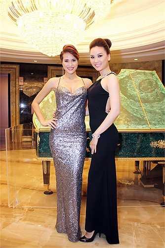 Trong sự kiện, Phương Mai còn hội ngộ siêu mẫu Thùy Linh – tình cũ của Trương Nam Thành.