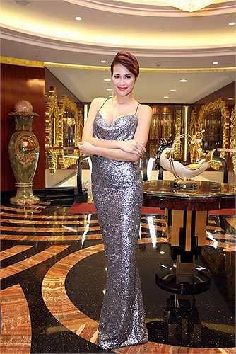 Bước ra từ nghề người mẫu sau đó bén duyên với với diễn xuất và MC, khi được hỏi liệu có muốn lấn sân sang ca hát, Phương Mai quả quyết là không dù có trả cô bao nhiêu cát-sê.