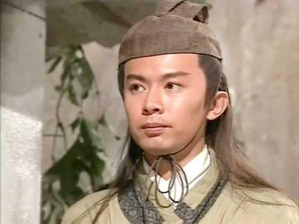 Hà Bửu Sinh - 'Lâm Bình Chi' xuất gia: Nhân vật Lâm Bình Chi vì mục đích cá nhân sẵn sàng 'tự cung' do Hà Bửu Sinh đóng được khen ngợi hết lời. Xuất thân trong gia đình giàu có, sự nghiệp sớm có thành tựu, anh từng là 'tiểu sinh' được kỳ vọng.