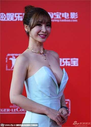 Sự xuất hiện của cô đào lấn át cả hai người đẹp 'tình địch' Phạm Băng Băng và Trương Hinh Dư.