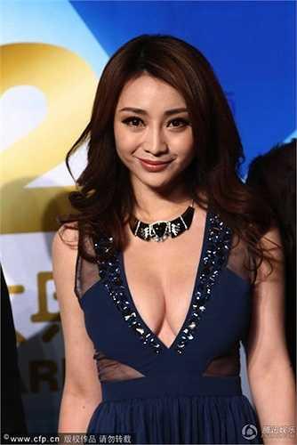 Liễu Nham sexy hết cỡ trong Lễ thời trang Bắc Kinh năm 2012.  (Nguồn: Dân Việt)