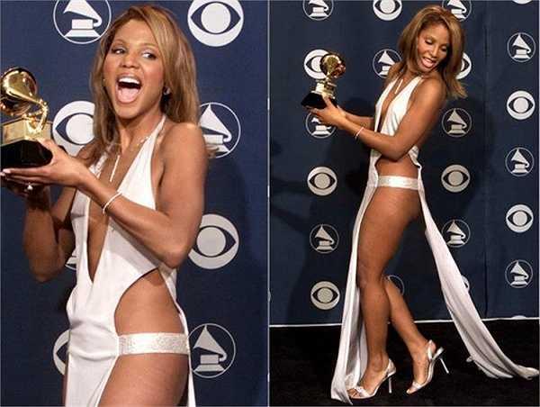 Toni Braxton sẽ nhớ mãi khoảnh khắc đáng xấu hổ trên thảm đỏ lễ trao giải Grammy 2001.