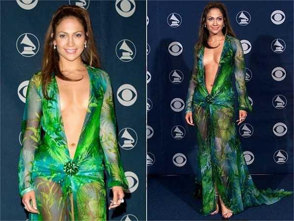 Jennifer Lopez làm người ta nhớ mãi với chiếc váy tại giải Grammy 2000.