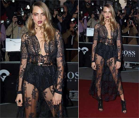 Cara Delevingne bị chế nhạo với bộ trang phục xuyên thấu trông như mặc nội y quá cỡ. Bộ váy này khiến cô mất điểm tại lễ trao giải hàng năm của tạp chí GQ Men.