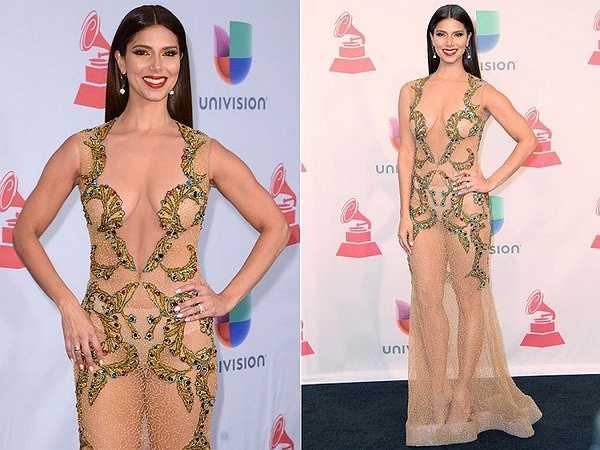 Roselyn Sanchez lộ rõ nội y tại lễ trao giải Latin Grammy Awards.