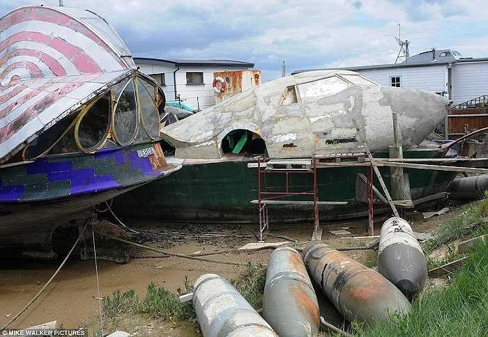 Chiếc thuyền được làm từ mảnh vỏ bom sót lại từ Thế chiến II