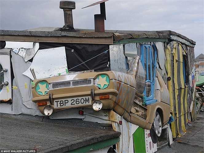 Một phần chiếc ô tô cũ trở thành vật liệu cho các nghệ sĩ sáng tạo