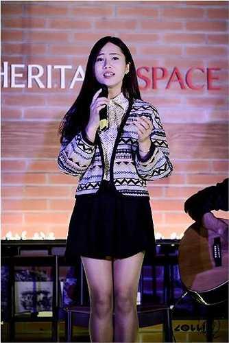 Vừa qua, Hà Khánh Linh cùng ca sĩ Đỗ Kim Thành (top 4 chương trình 'Học viện ngôi sao' thể hiện bài hát nhạc phim sitcom 'Cuộc chiến học đường' khiến dân mạng thích thú.