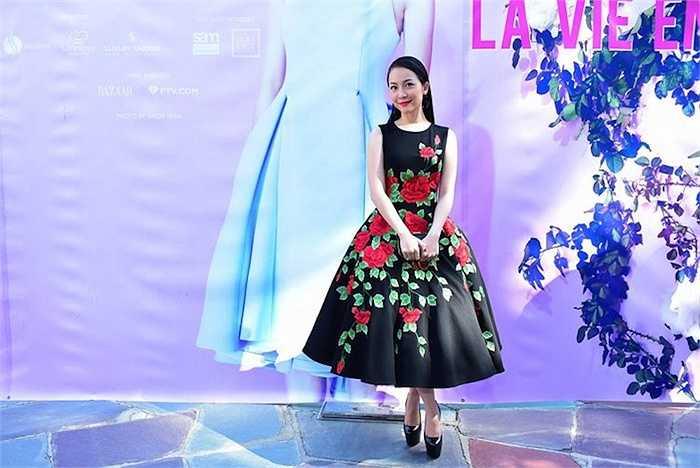 Xuất hiện tại sự kiện tại Mỹ, Linh Nga đẹp rạng ngời khi diện bộ đầm thêu hoa hồng tinh tế.