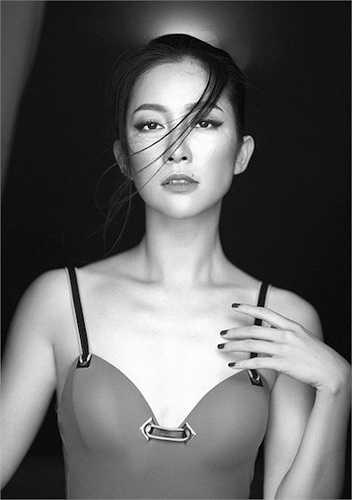 Ở độ tuổi cận kề 30, cô đã sở hữu vẻ đẹp mặn mà của một phụ nữ trưởng thành.