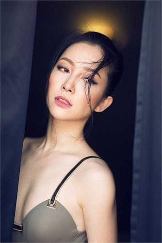 Không chỉ vậy, với gương mặt sắc sảo, cô là lựa chọn của nhiều nhiếp ảnh gia cho những bộ ảnh thời trang.