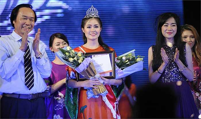Trần Bảo Ánh, nữ sinh sinh năm 1993, học ngành Tài chính ngân hàng đã xuất sắc đăng quang trong đêm chung kết