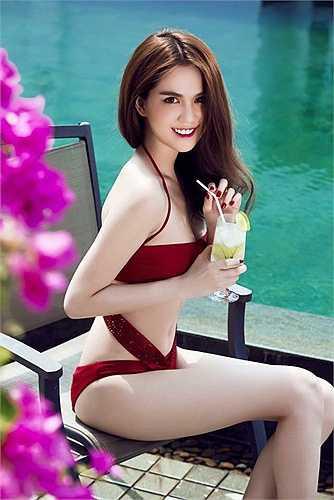 Ngọc Trinh trong một shoot hình bikini đốt mắt người xem.