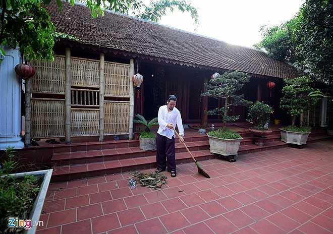Cách đây hơn 10 năm, diễn viên hài Vượng Râu mua mảnh đất rộng khoảng 1.000 m2. Khu đất này nằm trên địa phận huyện Thạch Thất, cách thành phố Hà Nội 28 km. Khi mua xong, anh mới được các cụ trong làng cho biết, đất này xưa kia là đất cổ tự, thờ Thiền sư Từ Đạo Hạnh.