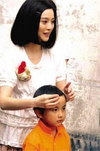 Người đại diện của Phạm Băng Băng đã lên tiếng phủ nhận thông tin trên và cho hay Phạm Thừa Thừa là em trai của cô: 'Khi sinh Thừa Thừa, mẹ Phạm Băng Băng đã 46 tuổi. Nhiều người có thể không tin nhưng đó là sự thật, nếu Phạm Băng Băng hoạt động kín lịch trong giai đoạn năm 2000 thì không thể có chuyện cô ấy ở ẩn để sinh con. Đây hoàn toàn là một tin bịa đặt'.