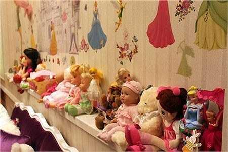 Bộ sưu tập búp bê mà cha mẹ chuẩn bị cho cô nhóc có nickname là Suri Việt.