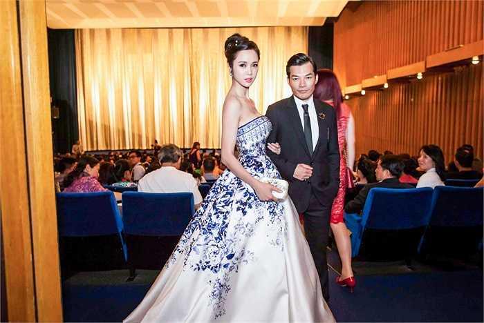 Trong lễ ra mắt phim Quyên tại Đức diễn ra ngày 16/6, Vũ Ngọc Anh quấn quýt bên Trần Bảo Sơn.