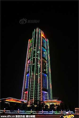 Làng Hoa Tây - ngôi làng giàu nhất Trung Quốc đã chi 3 tỷ nhân dân tệ xây dựng khách sạn cao 328m có tên là khách sạn Long Xi International