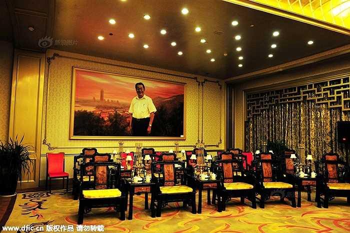 Làng Hoa Tây nằm gần thành phố Giang Âm (tỉnh Giang Tô, Trung Quốc). Cư dân trong làng có 2.000 người và đón hàng triệu du khách tới thăm mỗi năm