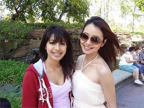 Hoa hậu Jennifer Phạm có một cô em gái tên là Jacqueline. Cô đang theo học kinh doanh tại trường Đại học Westminster tại California (Mỹ).