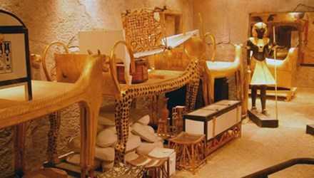 Nhiều người tin rằng lăng mộ của Pharaoh Tutankhamun ẩn chứa lời nguyền bí ẩn. Ảnh: Ancient.