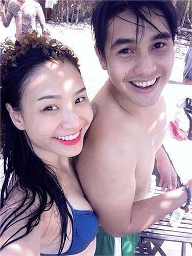 Đôi vợ chồng trẻ thường xuyên đi du lịch cùng nhau.