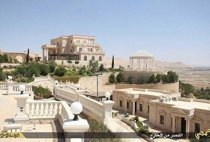 Theo thông tin trên trang Mirror, đạo quân thủ lĩnh của nhóm phiến quân thuộc nhà nước Hồi giáo IS đang chiếm đóng cung điện Mozeh (Mozed Place) ở thành phố cổ Palmyra, Syria.