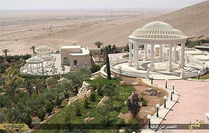 Nơi này là cung điện được xây dựng cho bà Emira Mozeh, phụ mẫu của tiểu vương Qatar hiện nay là Sheikh Tamim Bin Hamad Al-Thani.