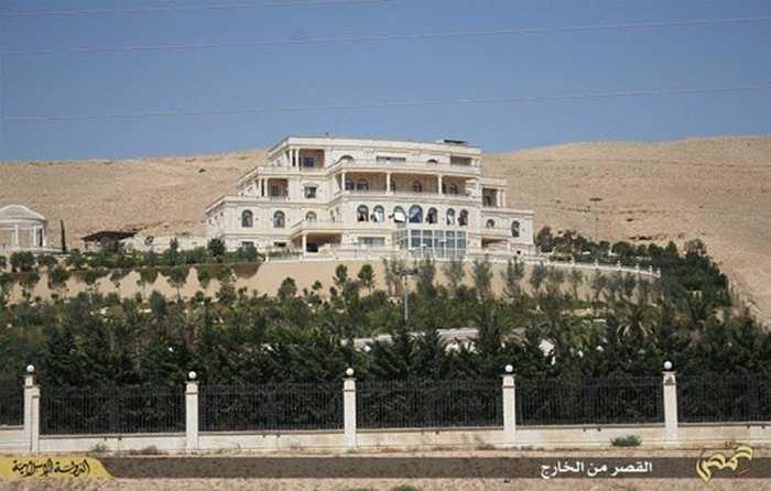 Thủ lĩnh của đạo quân IS cho biết đã thiết lập trụ sở trong lâu đài sang trọng này, biến đây trở thành căn cứ địa hoành tráng của IS tại thành phố Palmyra, Syria. (Huyền Trân)