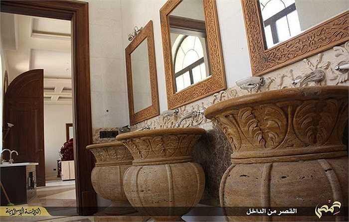 Cung điện Mozeh hoành tráng này được xây dựng từ năm 2009 với thiết kế hoàng gia, nội thất xa xỉ.