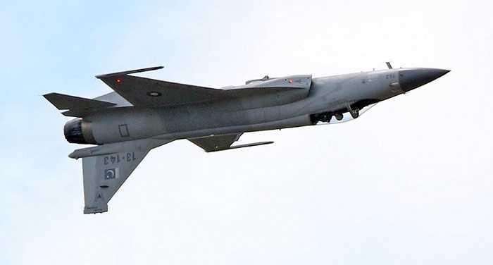 Màn trình diễn của máy bay JF-17, máy bay tiêm kích đa vai trò một chỗ ngồi được phát triển bởi Trung Quốc và Pakistan.