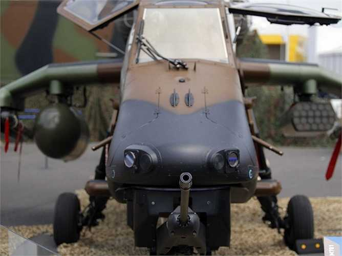 Tại lễ hội cũng có sự xuất hiện của rất nhiều máy bay trực thăng, ví dụ như chiếc Tigre HAD với bộ súng của mình.