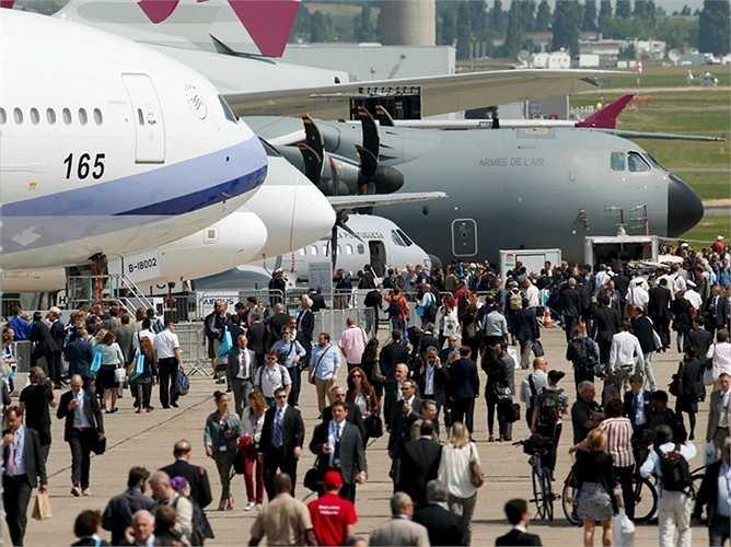'Show' trình diễn trên mặt đất cho du khách có cơ hội để đến gần và nhìn tận mắt những chiếc máy bay.