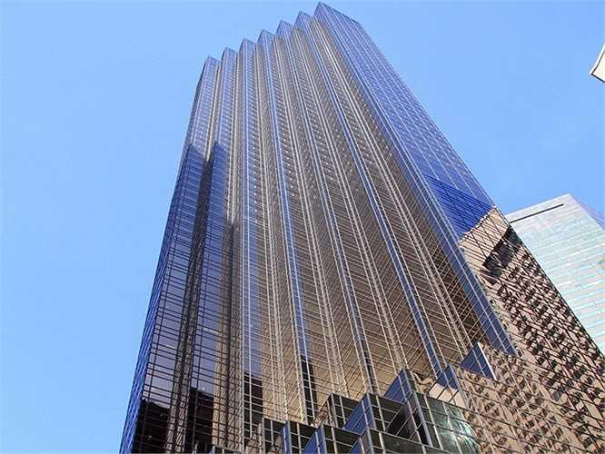 Donald Trump thường gọi tòa Trump Tower của mình là 'nhà'. Tòa nhà này cao 68 tầng  và ông ở trên căn penthouse