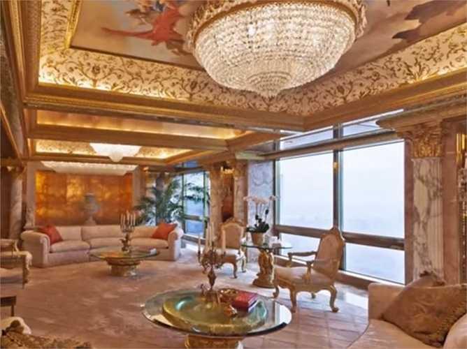 Căn penthouse này dát vàng và kim cương ở cửa, đài phun nước trong nhà, đèn chùm sang trọng
