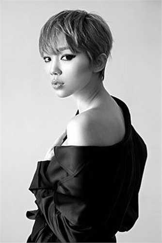 Trong những shoot ảnh khác, Tóc Tiên cũng gây được ấn tượng mạnh với vẻ ngoài cá tính, nóng bỏng.