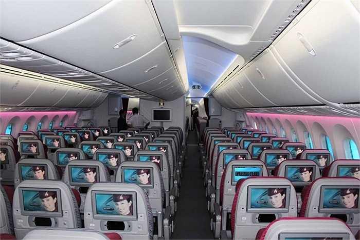 Khoang phổ thông có 232 ghế, mỗi hàng có 9 ghế