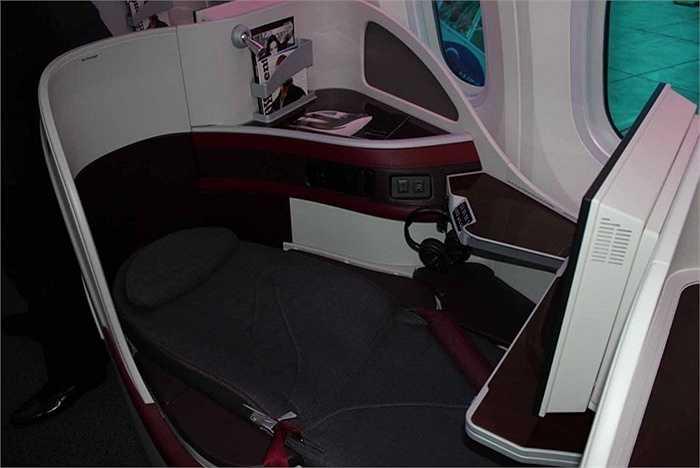 Ghế thiết kế như giường, khi buồn ngủ trong chuyến bay dài có thể ngủ ngon lành