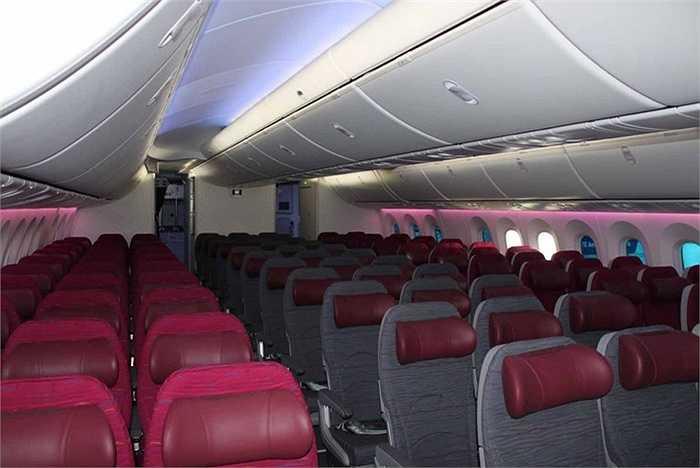 Khoang phổ thông với hàng chục chiếc ghế đạt tiêu chuẩn 5 sao, khoảng cách đủ để tạo sự thoải mái