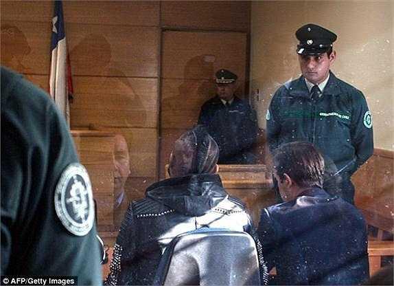 Phán quyết cuối cùng của tòa án Chile đưa ra, anh sẽ phải trình diện Đại sứ quán Chile tại Italia mỗi tháng 1 lần, khi trở về lại Juventus.